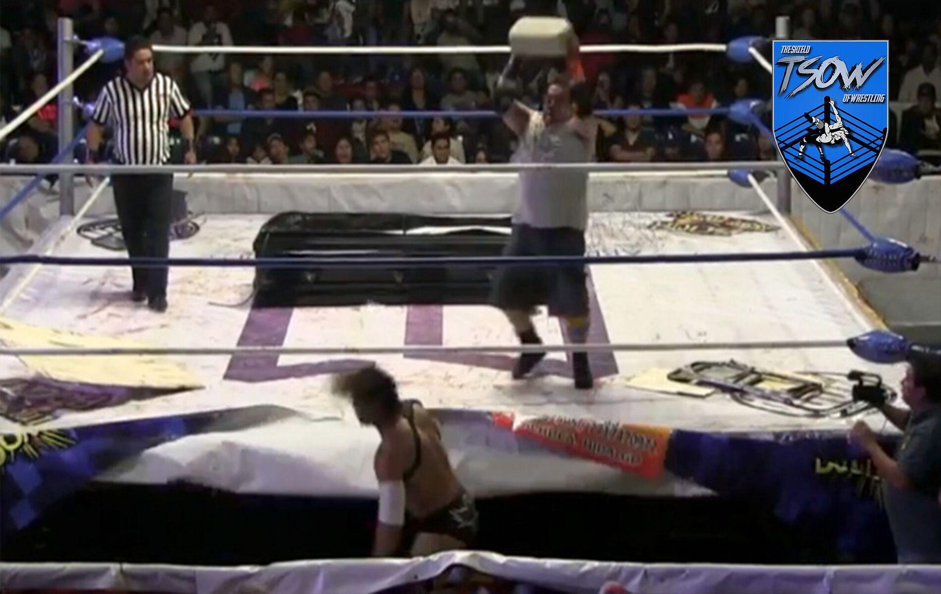 wrestler brutalmente colpito - wrestler portoricano