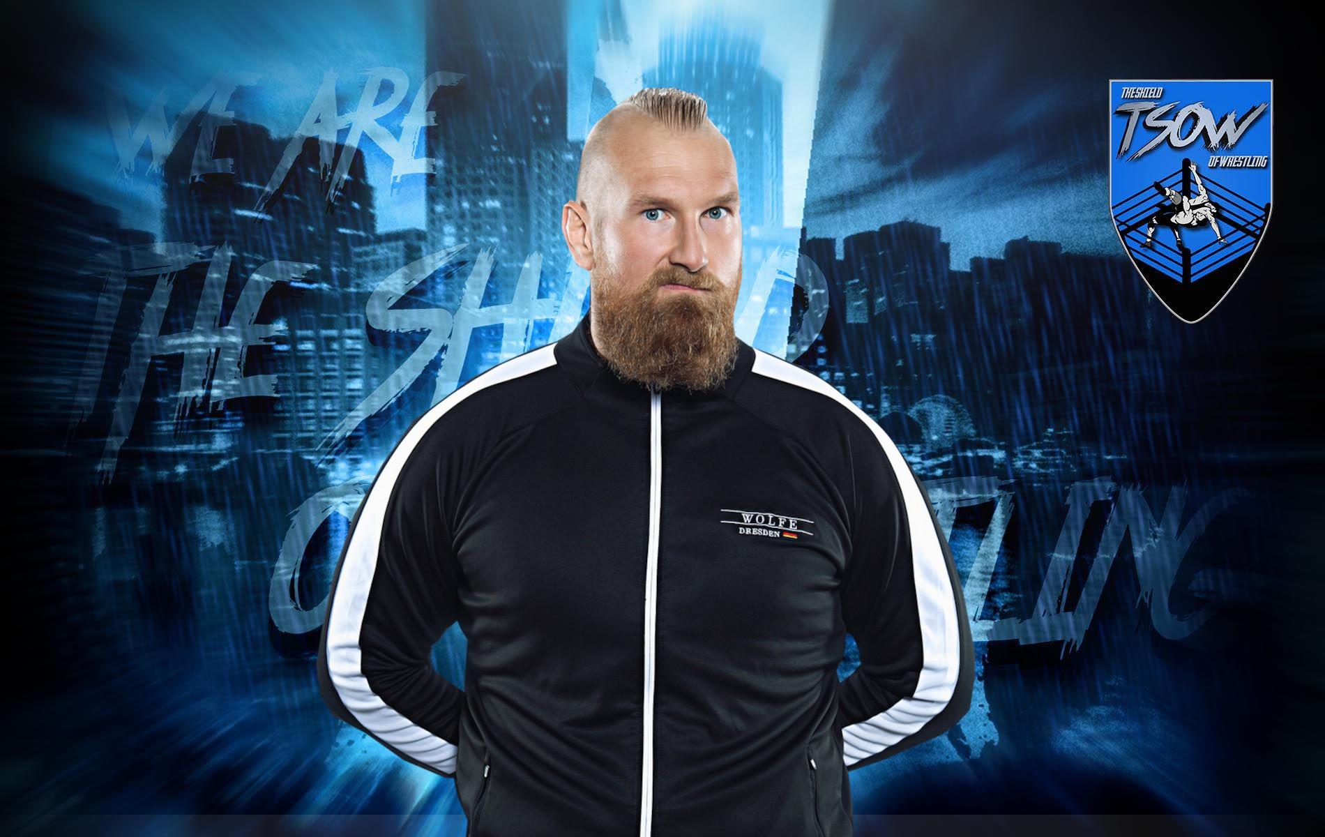 Alexander Wolfe vende i ring attire utilizzati in WWE