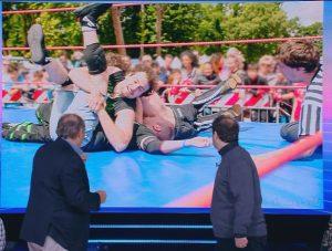 Foto di Michele Cicero che sconfigge un avversario a Firenze, precisamente a Parco delle Cascine (Mediaset Play)